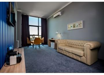 Отель «Beton Brut» Бетон Брют 3-местный 2-комнатный suite superior