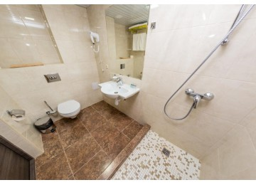 Делюкс 2-местный 1-комнатный (Новый корпус)|  Гостевой  комплекс  «Хуторок», Анапа