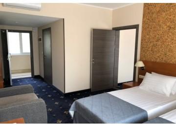 Делюкс Семейный  4-местный 2-комнатный (Новый корпус)|  Гостевой  комплекс  «Хуторок», Анапа