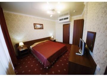 """Отель «Плаза», 4-местный 3-комнатный номер """"апартаменты"""""""